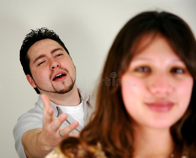 Paare mit Fokus auf Mann