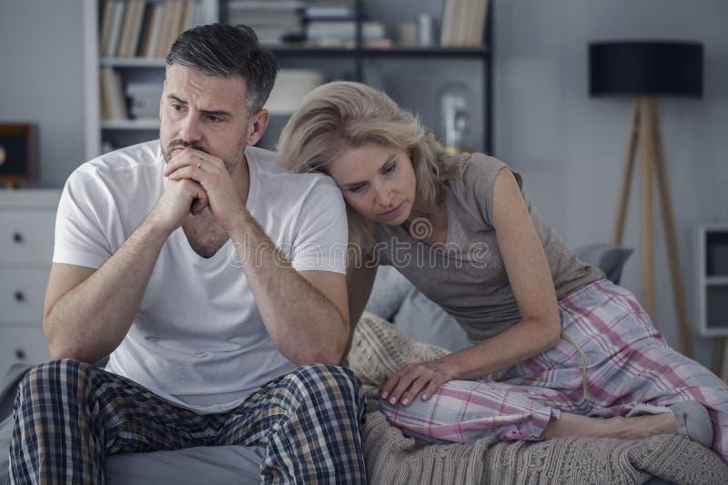 Paare mit Kommunikations-Fehlern lizenzfreies stockbild