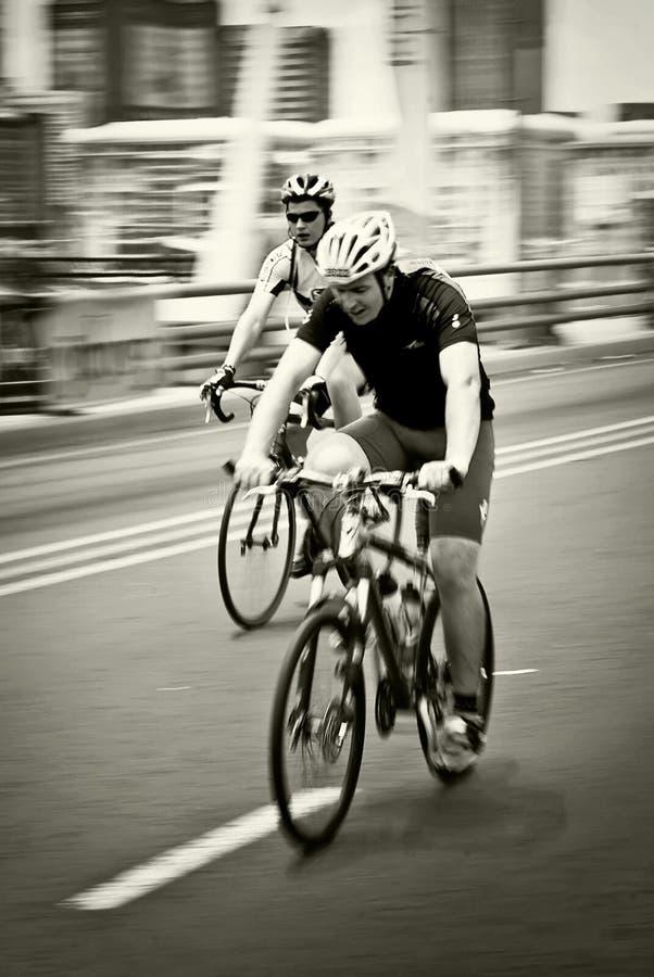 Paare Radfahrer - 94.7 Schleife-Herausforderung - 2010 lizenzfreie stockbilder