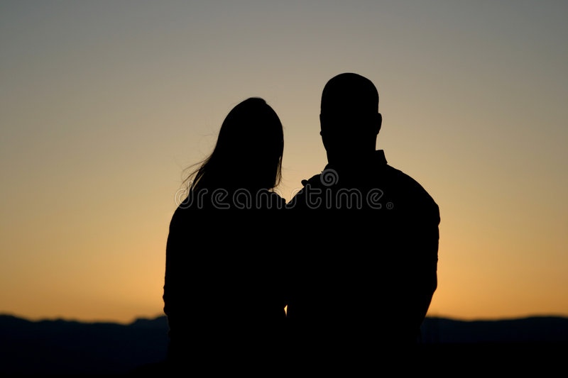 Download Paare Silhouettieren Am Sonnenuntergang Stockfoto - Bild: 41850