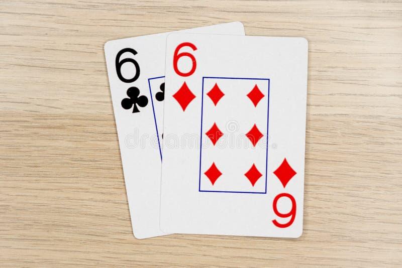 Paare sixes 6 - Kasino, das Schürhakenkarten spielt stockfotos