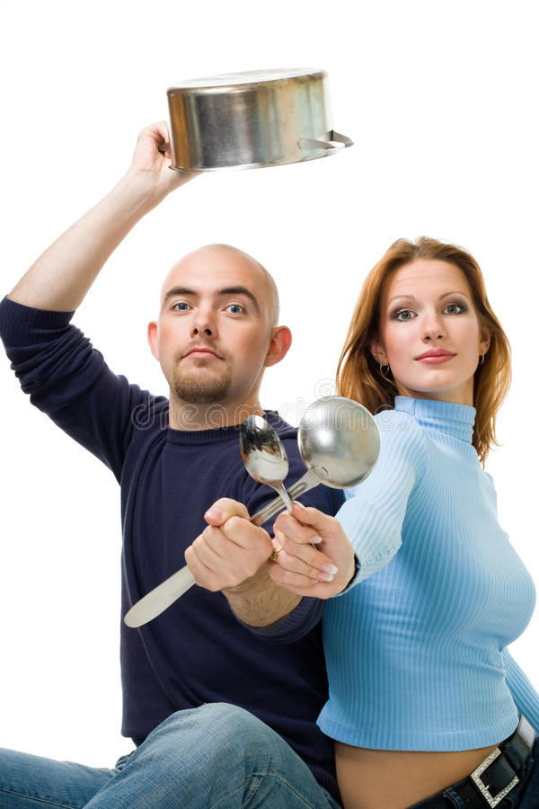 Paare teilen das Kochen stockfotografie