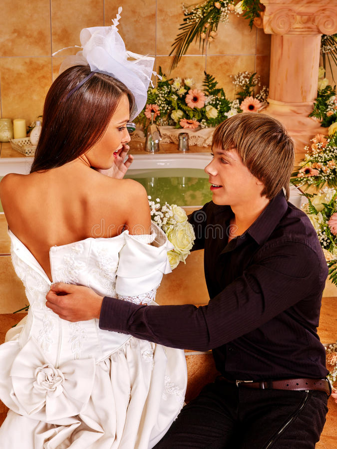 Paare Verbringen Hochzeitsnacht Stockbild - Bild von