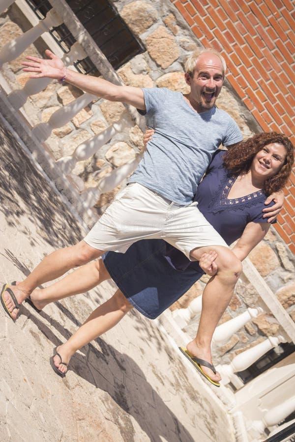Paare von Liebhabern in liebevoller Haltung stockfotografie
