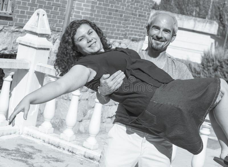 Paare von Liebhabern in liebevoller Haltung lizenzfreies stockbild