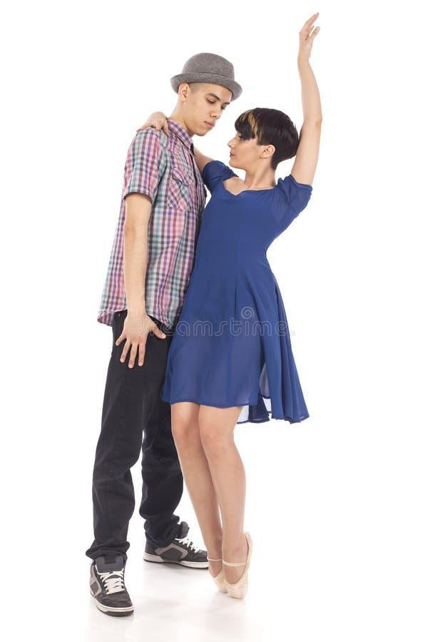 Paare von zwei Tänzern, Frau auf pointes, Mann mit Hut, auf weißem Hintergrund stockfotos