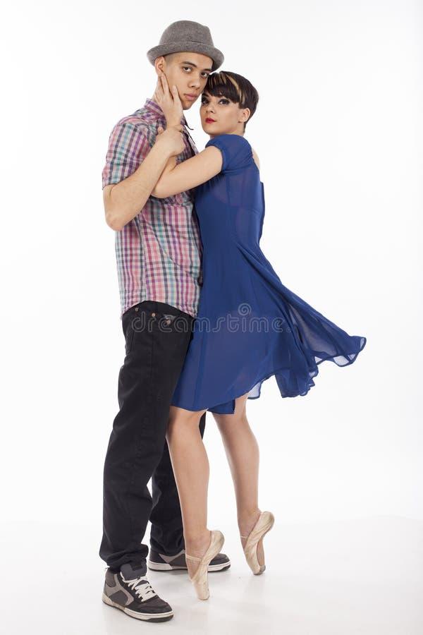 Paare von zwei Tänzern, Frau auf pointes, Mann mit Hut, auf weißem Hintergrund lizenzfreie stockfotos