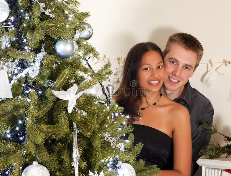 Paare am Weihnachten stockbild