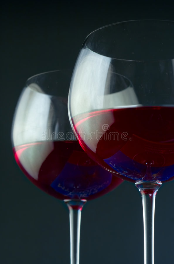 Paare Weingläser lizenzfreie stockbilder