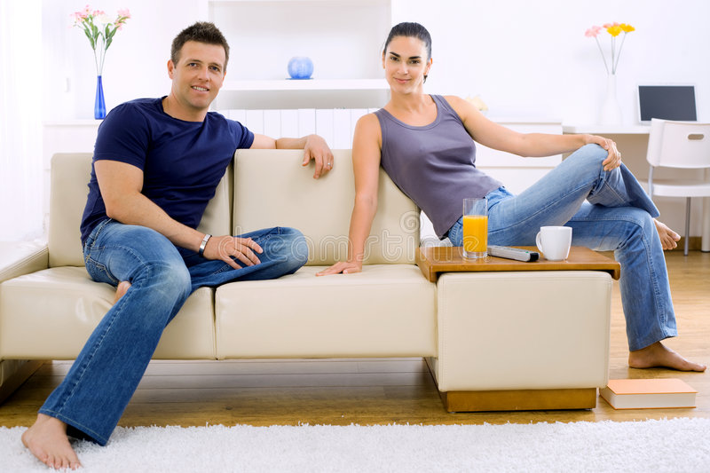 Paare zu Hause stockfotos