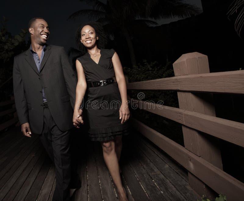 Paare zusammen nachts lizenzfreie stockfotos