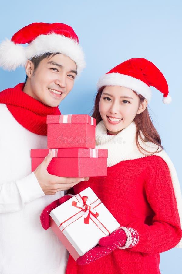 Paarglimlach met vrolijke Kerstmis royalty-vrije stock foto