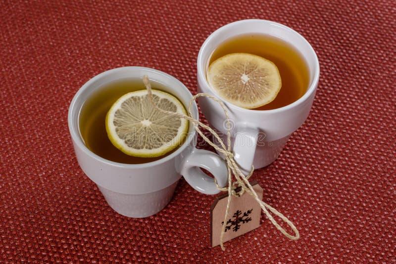Paarkop theeën met een citroen op de lijst, een de winter symbool-Sn royalty-vrije stock foto