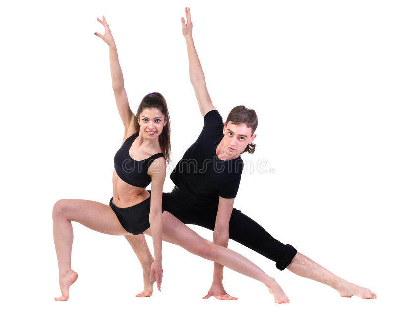 Paarman en vrouw die geschiktheid uitoefenen die op witte achtergrond dansen stock afbeeldingen
