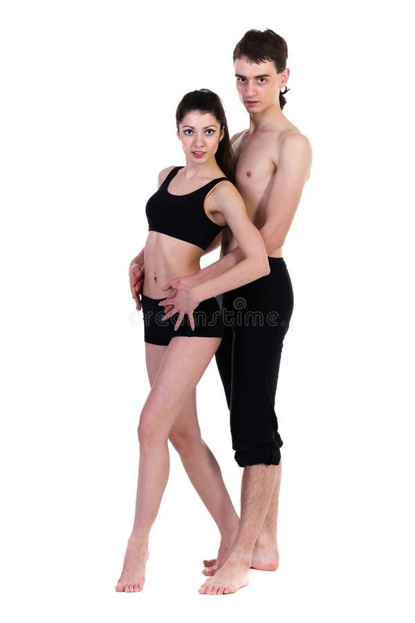 Paarman en vrouw die geschiktheid uitoefenen die op witte achtergrond dansen royalty-vrije stock foto's