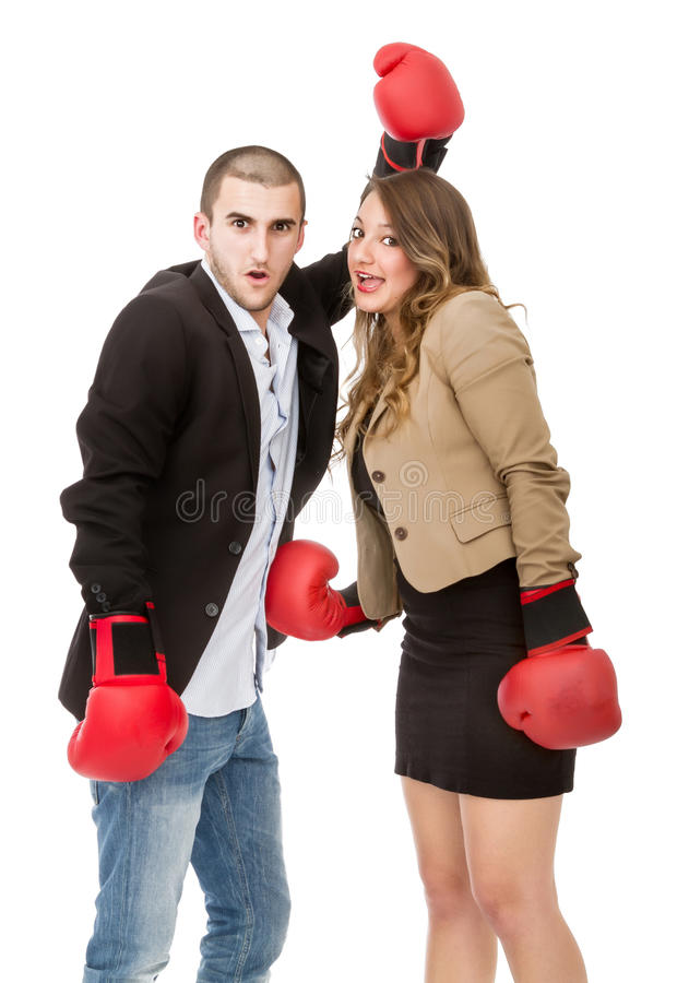 Paarschreeuw en strijd in een boxegelijke stock foto