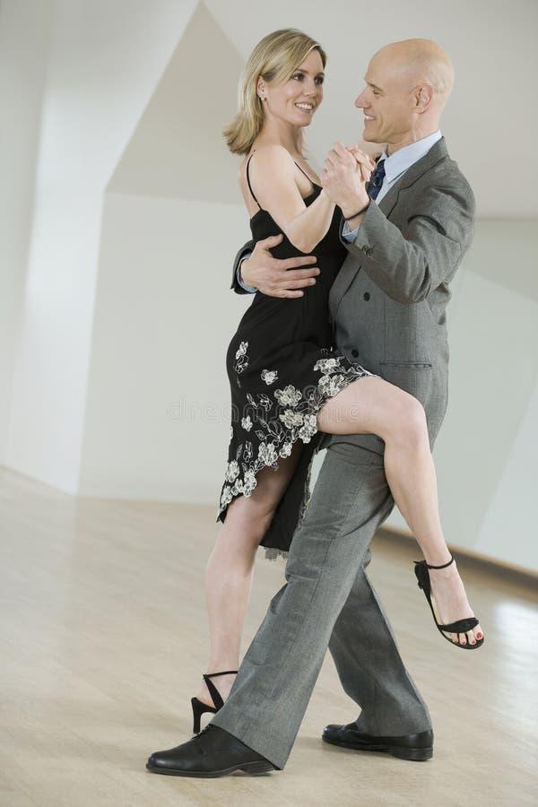 Paartanzen-Tango stockfotos