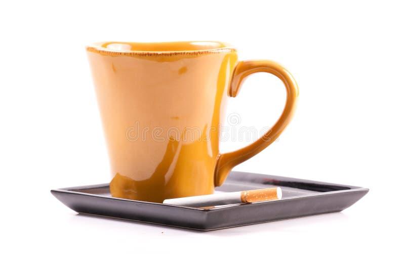 Paarung des Kaffees und der Zigarette lizenzfreie stockfotos