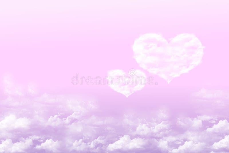Paarwolkenherzen im rosa Hintergrund lizenzfreie stockbilder