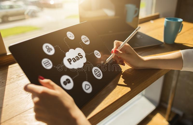 PaaS -平台作为服务 技术和互联网概念在屏幕上 图库摄影