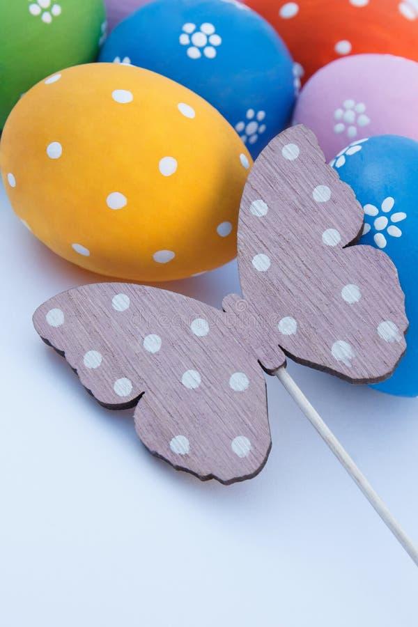 Paaseieren en vlinder stock foto's