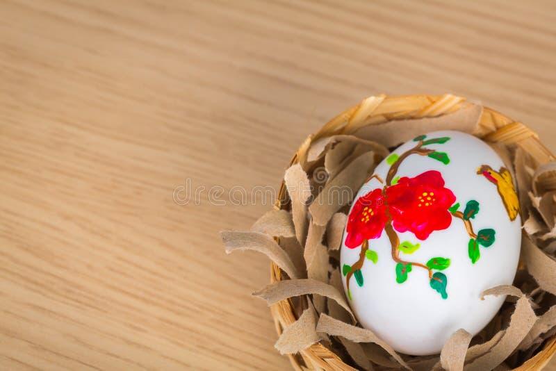 Paaseieren in het nest stock fotografie