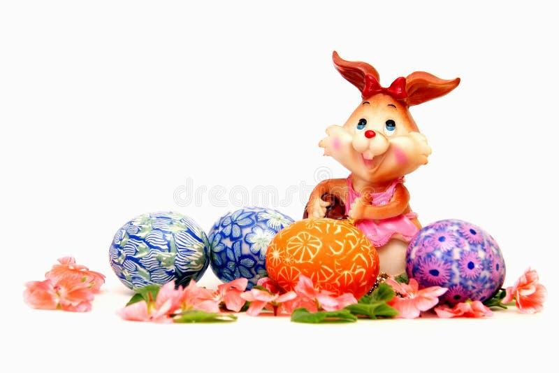 Paashaas en geschilderde eieren - Pasen-symbool stock foto's