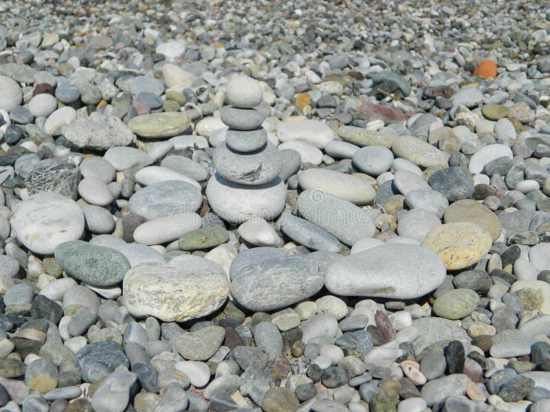 Pabbles na praia imagem de stock