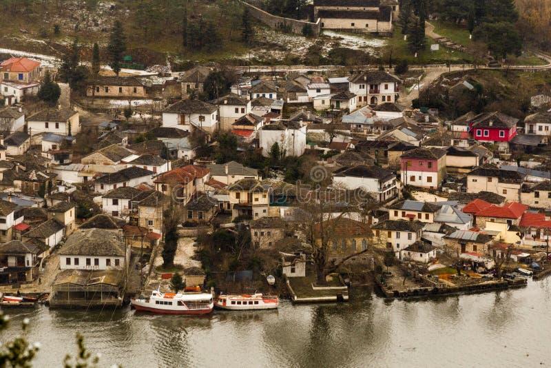 Pabbotis Grèce de lac de saison d'hiver de neige de ville d'Ioannina image libre de droits