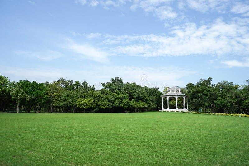 Pabellón británico en el parque verde fotografía de archivo