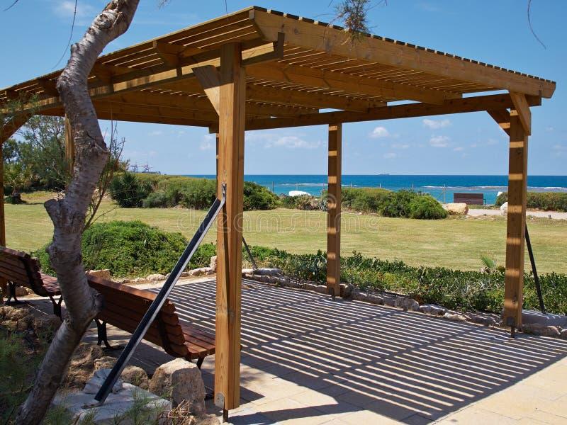 Pabellón clásico moderno del gazebo de la pérgola de la playa imagenes de archivo