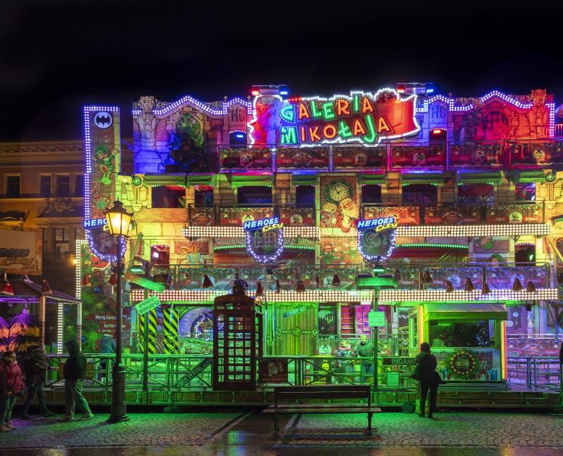 Pabellón clorful iluminado hermoso en el mercado tradicional de la Navidad en Wroclaw Puente de la bah?a en San Francisco, CA pol fotografía de archivo libre de regalías