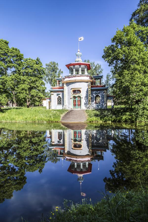 Pabellón de crujido chino en Catherine Park en Tsarskoye Selo Pushkin, St Petersburg imagen de archivo