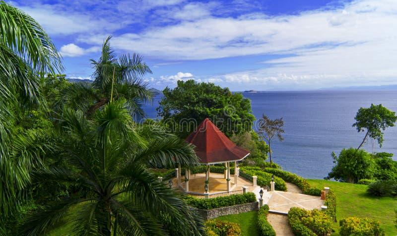 Pabellón de la boda en el jardín tropical foto de archivo