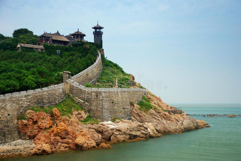 Pabellón de Penglai con la opinión de océano fotos de archivo libres de regalías