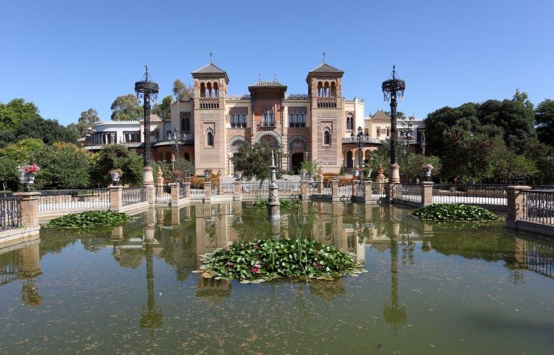 Pabellón mudéjar en Sevilla, España fotografía de archivo