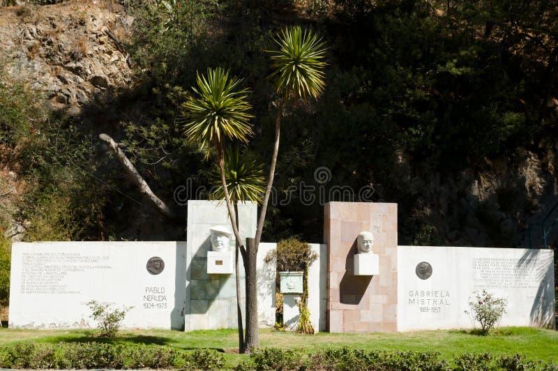 Pablo Neruda & памятники мистраля Gabriela - Vina Del Mar - Чили стоковые изображения
