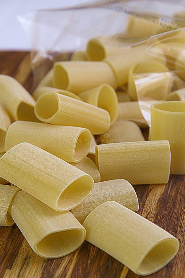 Paccheri, tradistional Italiener-Teigwaren stockfotos