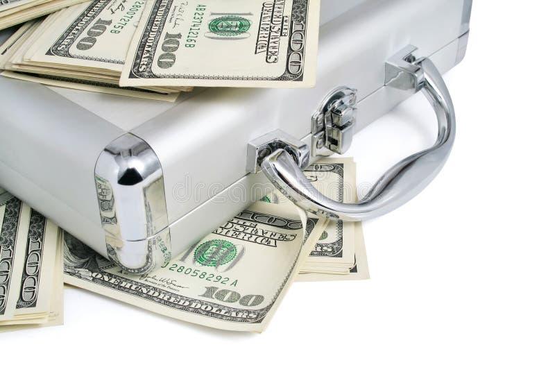 Pacchetti dei soldi dei dollari sulla valigia d'argento fotografie stock libere da diritti