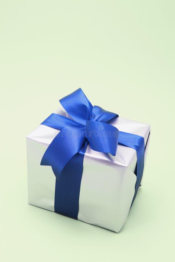 Download Pacchetto del regalo immagine stock. Immagine di festivity - 7317745