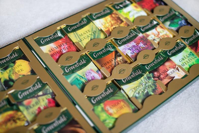 Pacchetto del tè del Greenfield con molti sapori differenti fotografie stock libere da diritti