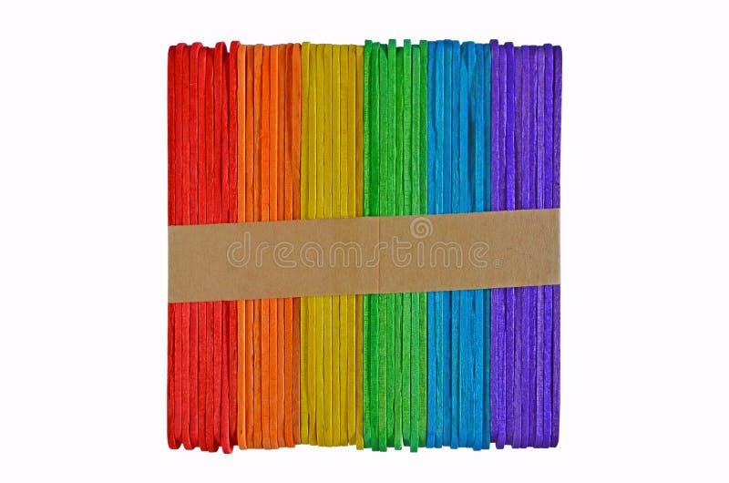 Pacco con la cinghia di carta dei bastoni colorati fotografia stock libera da diritti