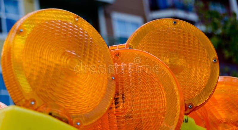 Pacco delle lampade di sicurezza arancio al cantiere in Redmond a immagini stock