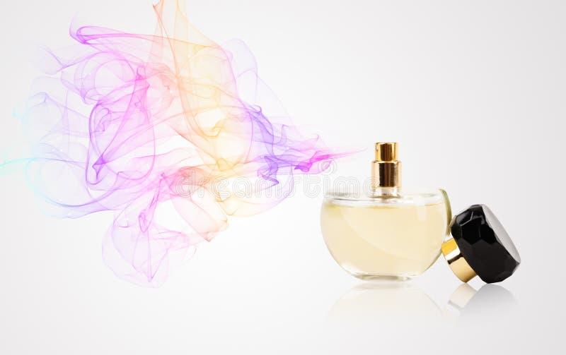 Pachnidło butelki opryskiwanie barwiący perfumowanie zdjęcie royalty free