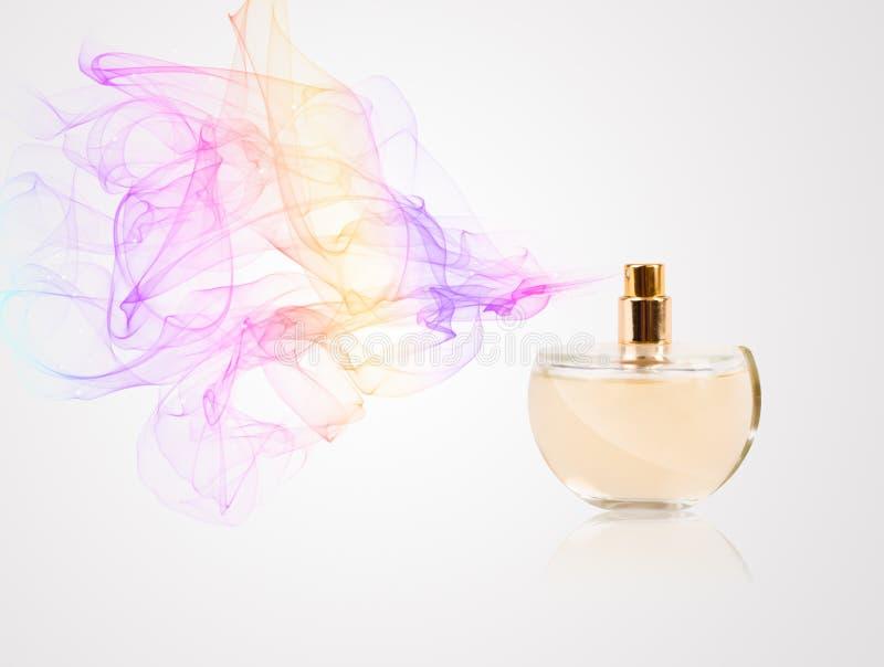Pachnidło butelki opryskiwanie barwiący perfumowanie fotografia stock
