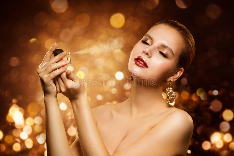 Pachnidło, Luksusowa kobiety opryskiwania woń, aromat i moda model, zdjęcie stock