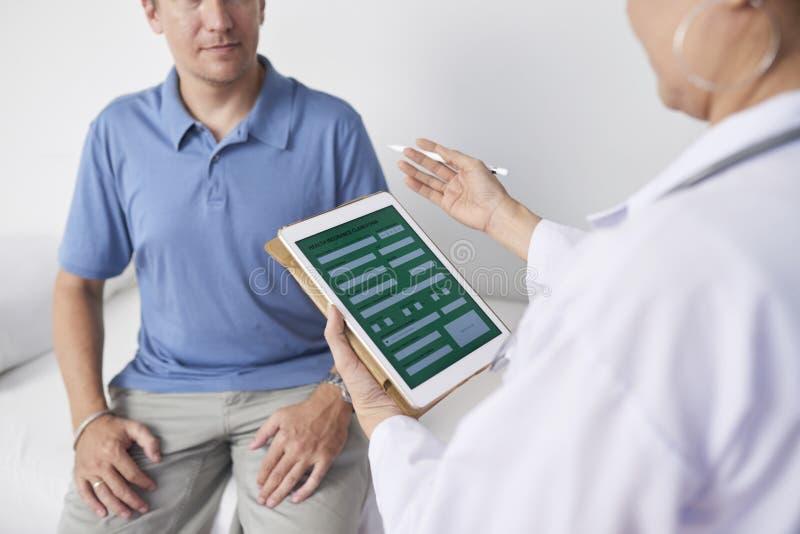 Paciente asesor del doctor imagen de archivo