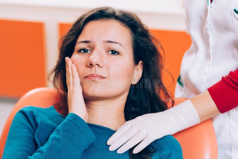 Paciente con problema dental fotos de archivo