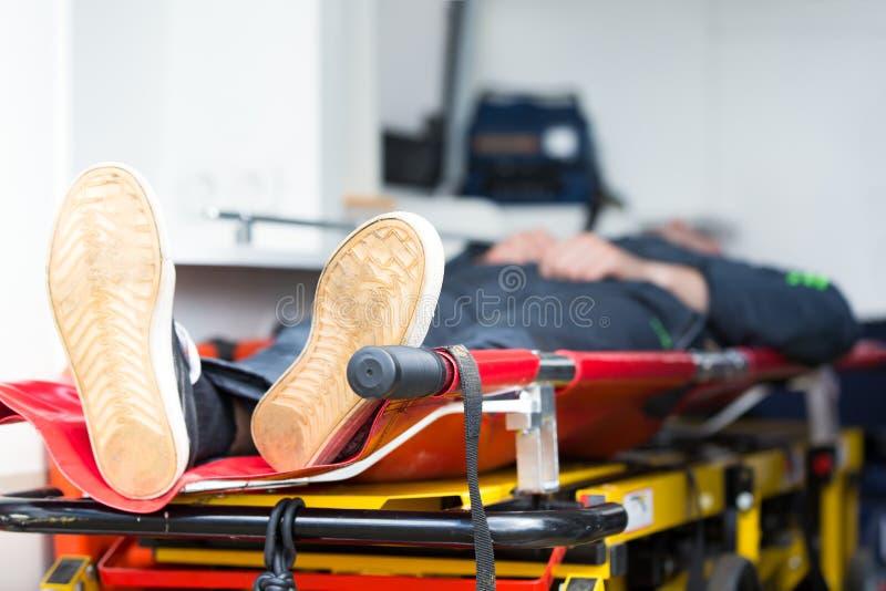 Paciente en ambulancia del coche de la emergencia imagen de archivo libre de regalías