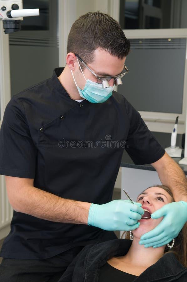 Paciente en la práctica dental fotografía de archivo libre de regalías